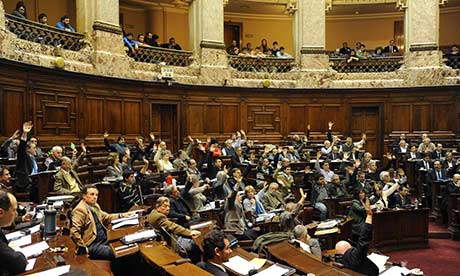 Uruguayan-MPs-vote-throug-008
